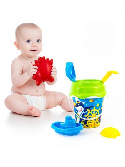 Beneficiile jocurilor de sezon cu apa si nisip la copii intre 1-3 ani